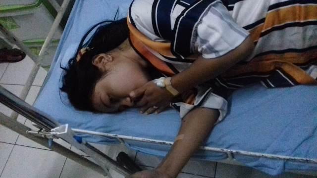 Penumpang Sepeda motor Scorpio Mersyi Handayani Pohan dirawat karena mengalami luka-luka di RSu Melati PON, Sabtu (4/1/2020)