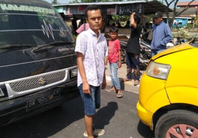 Angkot Parkir Di Pinggir Jalan Nyaris Makan Korban Jiwa
