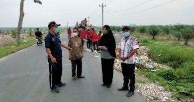 Kadis LH Sergai Dan Pasukan Merah Bersihkan Sampah di Desa Matapao