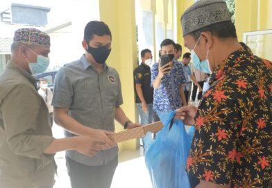 Kasat Reskrim Polres Sergai Serahkan Bantuan Ke BKM Taqwa Dan AnakYatim